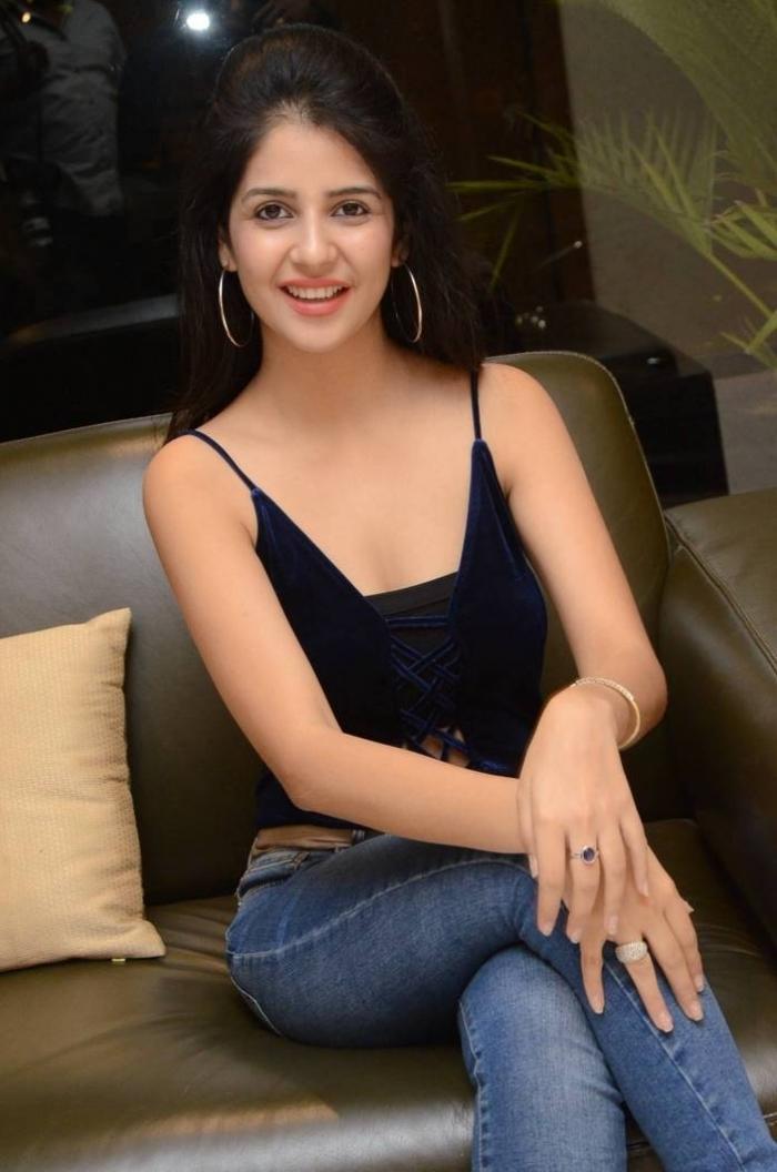 Actress kashish vohra Latest Photoshoot